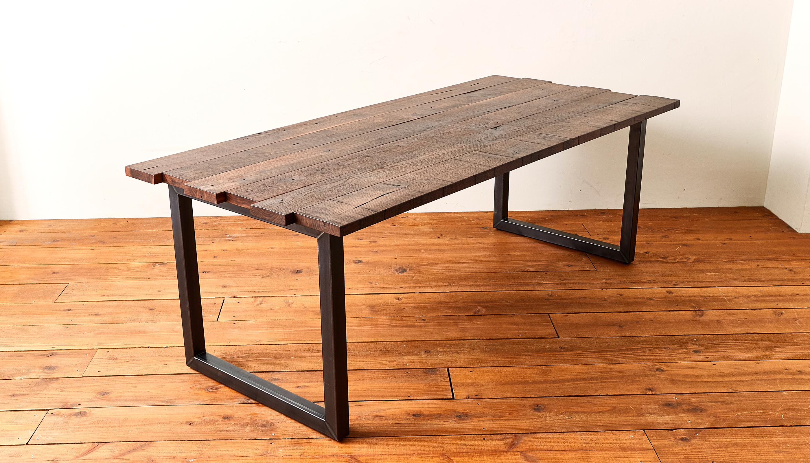 CRAFT<span>DINING TABLE</span>
